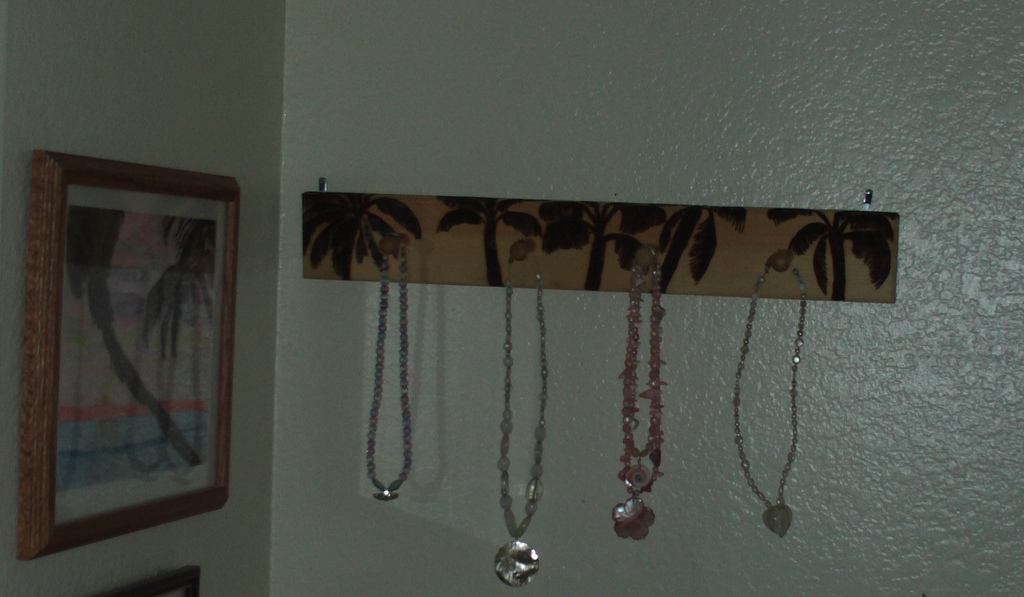 The palm trees are now completely wood burned on the jewelry rack.