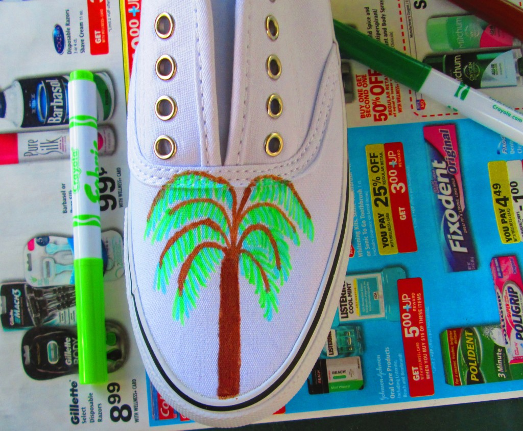 Drawing A  Palm Tree On The Vamp of The Shoe